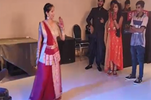 In a full party, sister-in-law created such an explosion with her dance, the waiter also started watching, watch the video Funny Jokes