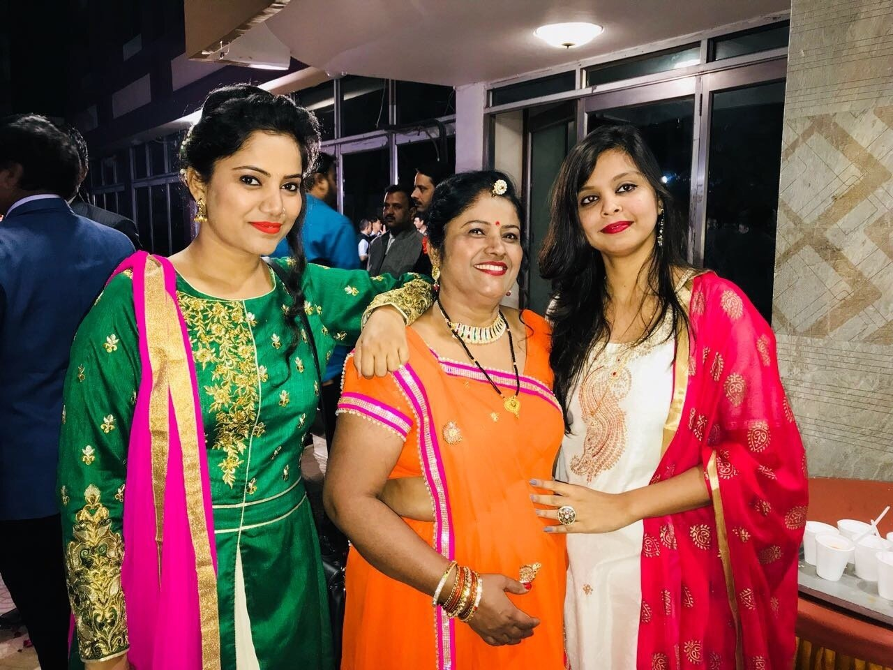 बेटी ने ढूंढा अपनी विधवा माँ के लिए जीवनसाथी, समाज की पिछड़ी सोच को तोड़  करवाई दूसरी शादी - Namanbharat
